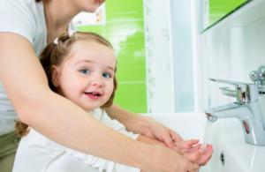 Желтый понос у ребенка - стоит беспокоится или нет?